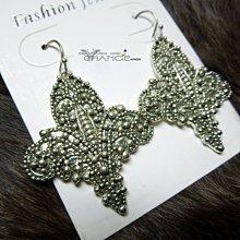 Change Fashion【歐美】Ευρώπη古銀立體浮雕蝴蝶紋設計不規則點狀楓葉造型耳環-532514-0951