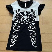 MOMA專櫃 黑白大花領口綴珠寶石 美麗長版上衣