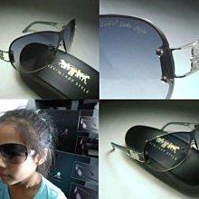 【信義計劃眼鏡】LEVIS 太陽眼鏡 公司貨 黑色大金屬框下無框大框 搭配帆布鞋牛仔褲