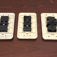 中一電工 JY-10061 聯蓋附接地雙插座 鎖線式 AC15A 125V