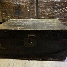 老木箱 老皮箱(中) 當年從大陸帶來 請細看照片 2888不含運 長輩留存多年 有歲月痕跡
