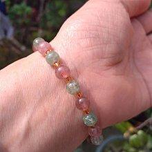 天然草莓晶手珠串 設計款 紅草莓 綠草莓 水晶6mm 彈性線約16-17.5手圍