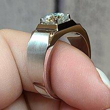 真金18K拉絲鉑金指環 鑲嵌進口莫桑鑽1.5克拉男士戒指附保證書保卡保證通過測鑽 時尚俐落鑽戒摩星鑽仿真鑽石FOREVER莫桑鑽寶特價免運