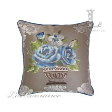 【芮洛蔓 La Romance】古典風情系列粉玫瑰立體繡花抱枕  / 靠枕 / 靠墊 / 方枕