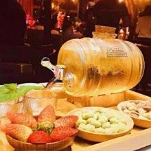 全新現貨 小酒桶  容器 軟木塞 紅酒雞尾酒橡木桶玻璃 露營野餐必備 飲料壺 冷水壺果汁泡酒 含底架 1L