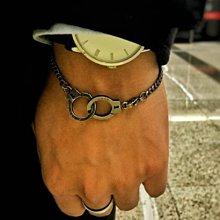LIOU栗欧~歐美潮牌PUT DOWN 凹刻字母信仰能量鍊鈦鋼情侶愛情手銬 男女手鍊