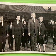 🇸🇬民國77年新加坡總理李光耀夫婦前往圓山忠烈祠禱念經國先生照片🇸🇬