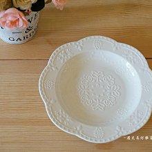 【遇見美好雜貨】A80506蝴蝶蕾絲浮雕陶瓷圓深盤/菜盤