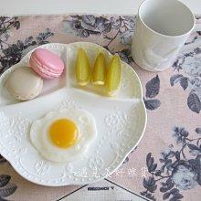 【遇見美好雜貨】A50803 典雅陶瓷蝴蝶蕾絲浮雕分隔早餐盤/三隔餐盤/白色圓盤