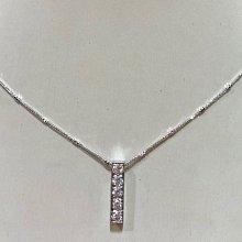 總重一克拉天然鑽石墜飾,基本經典設計,超值優惠價45800元,商品只有一個,搭配18K金墜台,厚實墜台更有質感搭配高等級小鑽