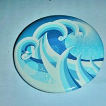 T.(企業寶寶公仔娃娃)全新附袋直徑長約4.5公分海浪造型別針/勳章/紀念章/徽章!