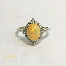 特惠商品-蛋白石戒指-1.76克拉(Opal) ~衣索匹亞頂級蛋白石,全淨體明顯的紅、綠火光 (女戒)-輕珠寶