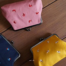 【にっぽんCHACHACHA】日本製 藍富士 黃葫蘆 桃魚 電繡 珠釦 口金 零錢袋 置物包 (紅/黃)