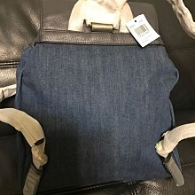 現貨1~全新正品COACH F25883 金馬車丹寧藍色拼皮革束口翻蓋前口袋後背包(大)