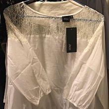 全新品IROO古典蕾絲拼接微縮囗七分䄂白色上衣38~40號(門市斷貨款)