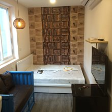 壁紙壁貼 連工代料每坪300元 塑膠地板每坪800 窗簾每才30 不要再找了 我就是最便宜