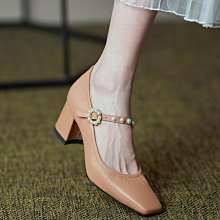 Fashion*超舒適裡外全真皮奶奶鞋 軟牛皮珍珠帶中跟鞋 方頭四季單鞋/跟高5.5CM 33-43碼 米白 杏色