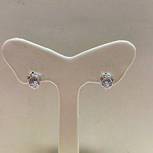 白K金鋯石耳環,簡單耐看款式適合平時配戴,超值優惠價1980元,現貨一對