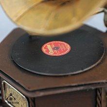 (台中 可愛小舖)復古鄉村風留聲機喇叭狀咖啡色復古唱片造型擺飾裝飾飾品擺件房間佈置新家裝潢觀光景點主題餐廳飯店民宿旅館