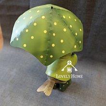 (台中 可愛小舖)田園鄉村童話動物風格-可愛撐綠色點點傘綠雨衣小雞波麗娃娃擺飾傘可拿下來收藏送禮櫃檯