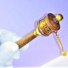 @居士林@迷你純手工銅斬雕手持轉經輪.尺寸:高11公分.輪寬2.5公分.重量25公克(內有經文)