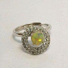 特惠商品-蛋白石戒指-0.54克拉(Opal) ~衣索匹亞頂級蛋白石,全淨體明顯的紅、綠火光 (女戒)-輕珠寶