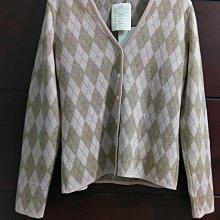 全新(冬出清)意大利製意大利品牌 McD International 淺可可及粉紅鑽石格紋配銀絲線針織衫外套。100%美麗諾羊毛,McD粉貝釦尺寸M碼 Dior