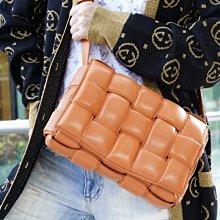 Bottega Veneta Intrecciato Padded Cassette Bag 編織斜背包 橘 現貨