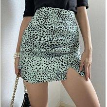 韓國製 高質感 個性時尚 豹紋感點點 顯瘦垂墜裙擺開衩短裙 綠/黑/白 S/M 特價