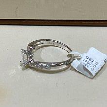 總重42分鑽石戒指,祖母綠花式車工搭配18K金戒台!氣質優雅款式,超值優惠價32800元,鑽石白火光閃亮,戒台厚實有質感