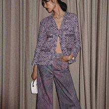高級又隨性🌿香奈兒 CHANEL 粉紫色斜紋軟呢外套,佩戴著CHANEL臻品珠寶SIGNATURE DE CHANEL系列,簡潔又高級!我自己好想留啊😍