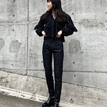 SaNDoN x『MOUSSY』春季新品 雕花簍空立體短版配上高腰牛仔褲剛剛好神美襯衫 UNGRID 210227