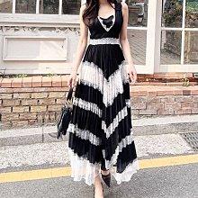 BOSHOW 韓國連線 正韓 V領浪漫睫毛蕾絲拼接收腰壓摺度假洋裝