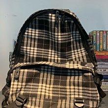 二手背包 九成新 材質厚實但不重 請細看照片 含店到店運費