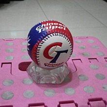 棒球天地--郭勝安 簽於新版國旗浮雕球.字跡漂亮 Lamigo