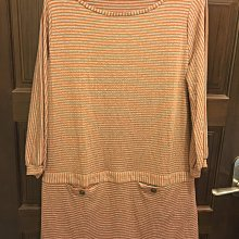 近全新日本專櫃~PLASIS橘紅色灰底條紋九分袖連身彈性休閒洋裝SIZE:15(人造絲成分65%)~台北市/新店區可面交