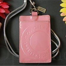現貨 COACH 60656 粉嫩色亮面真皮 漆皮壓紋LOGO ID夾識別證夾可放車票 悠遊卡夾信用卡 愛Coach包包