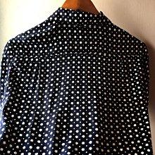 日本??攜回極少使用Agnes b homme Paris 男性深藍底色/白點點上衣,容易穿搭,尺寸36
