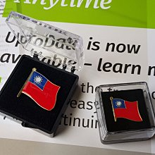 盒裝。大、小台灣徽章,W2.5XH2公分+W1.5XH1.5公分。大尺寸台灣徽章。