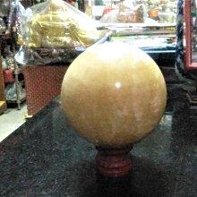 @居士林@黃冰洲水晶球.尺寸:直徑寬11公分.重量約1.8公斤.附木座.增磁場.聚能量.開運石來運轉