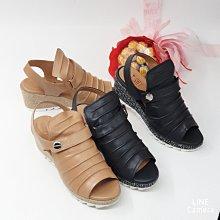 ♀️女:MIT手工精品-打摺全包黏帶魚口楔形涼鞋(駝/黑)、楔形魚口鞋、包腳修腳厚底鞋、台灣精品手工鞋、打摺黏帶魚口涼鞋