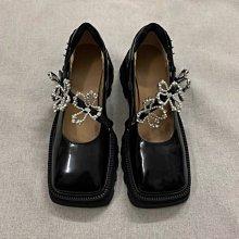 新品搶先看-暗黑 開邊珠牛皮 法式復古瑪麗珍 珍珠花朵 輕便好穿 方頭 厚底 皮鞋