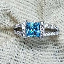 湖水藍鑽1克拉主石綠鑽高碳鑽戒指925銀鍍厚白金肉眼看是真鑽 超低價鉑金質感高碳仿真鑽石莫桑鑽寶特價優惠