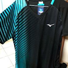 (羽球世家)美津濃 Mizuno 專業羽球衣 T恤 運動衫黑紅/黑綠72TA0503 排汗衫 競技款 前片昇華印花 V領