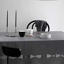 MOK 北歐風 簡約時尚 鏤空設計 PU皮 可擦洗 防水防油餐桌巾 桌布 灰色 138×220