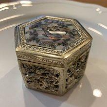 越南 鑲嵌母貝雕花珠寶盒(六角)