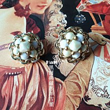 黑爾典藏西洋古董~美國60~80年代淡金仿珠金屬編織夾式耳環~Vintage復古洋裝老件收藏