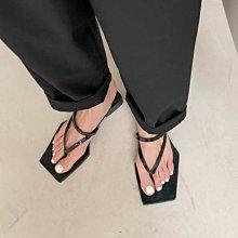 新品搶先看-歐美 特殊 方頭 方格 格紋 夾腳平底 漆皮 牛皮 涼鞋 黑/白/格紋