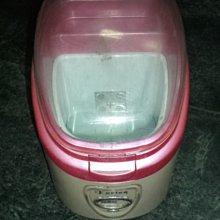 化妝品冷藏箱.........也是汽車行動小冰箱