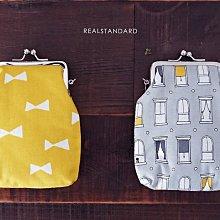 日本 愛知県《 REAL STANDARD 》高質感 黃蝴蝶結 可愛歐式窗戶 珠釦 零錢 置物袋 化妝包 (灰色窗戶)